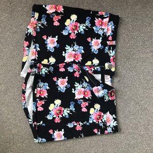 Pants - Floral high rise shorts